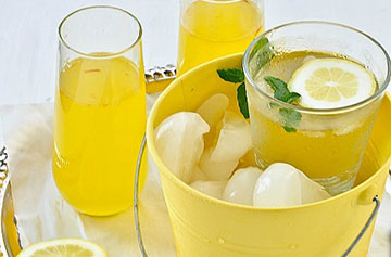 Saffron Cardamom infused Indian Lemonade (Paanaka)