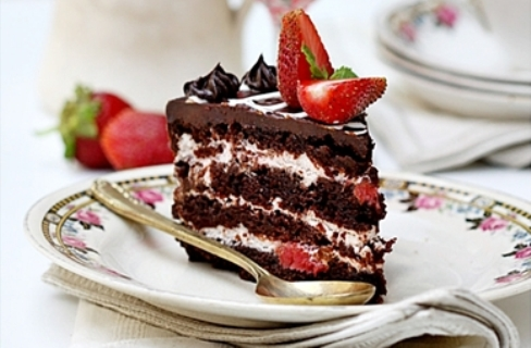 (Eggless) Layered Chocolate Strawberry Cake