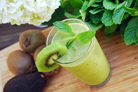 Kiwi Avocado Smoothies