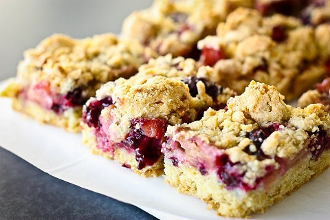 Rhubarb & Wild Blackberry Crumble Bars